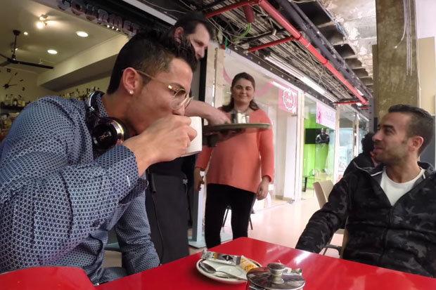 ronaldo uống trà